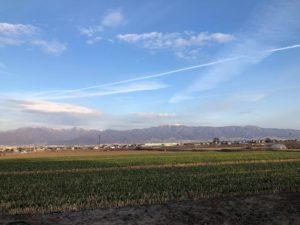 散歩中に見た空・飛行機雲